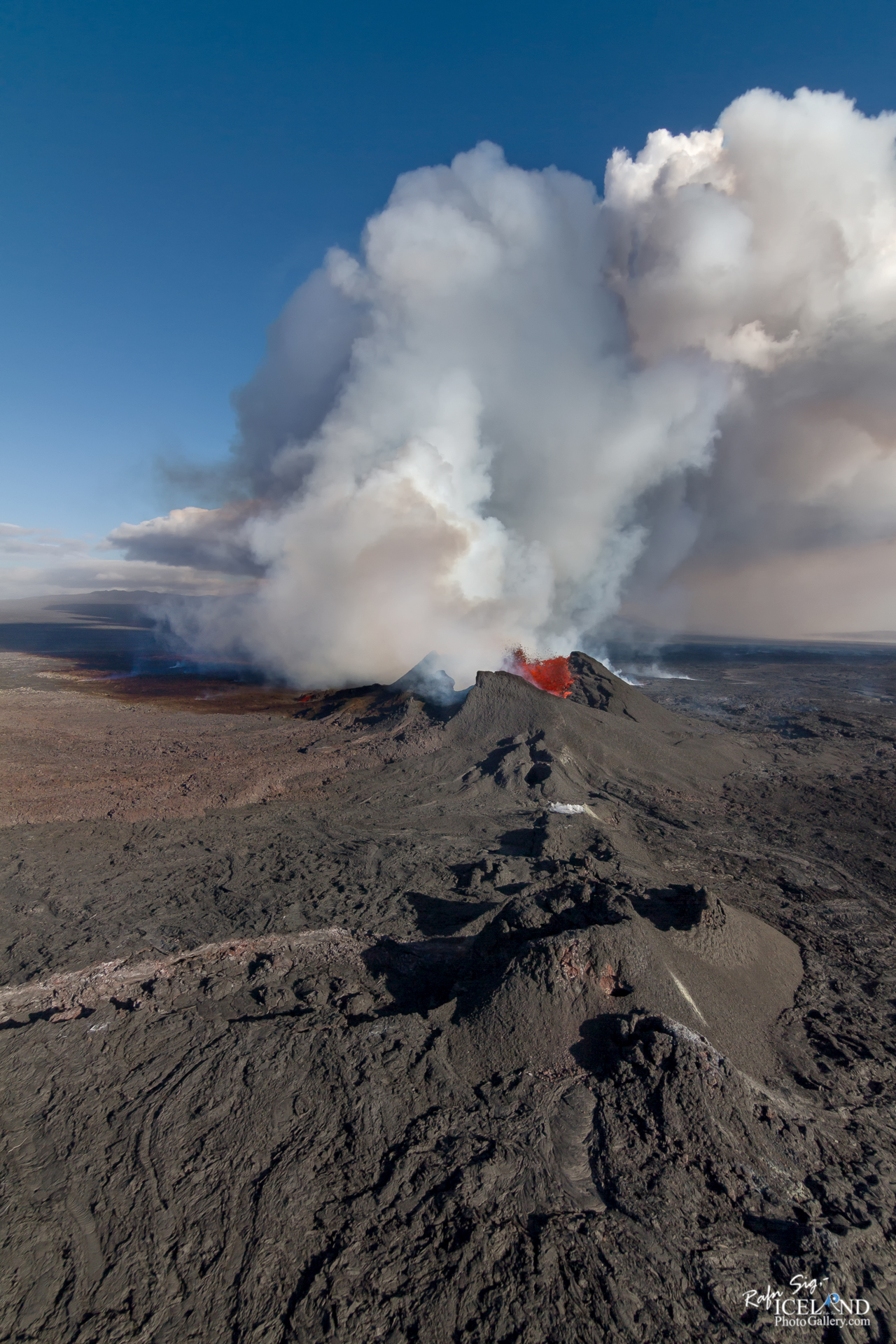 Holuhraun Volcanic eruption in the Highlands │ Iceland Landsca