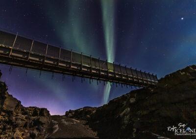 Northern lights at Bridge between continents │ Iceland