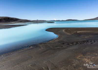 Hrauneyjalón Lagoon and volcano Hekla in the Highlands │ Icel