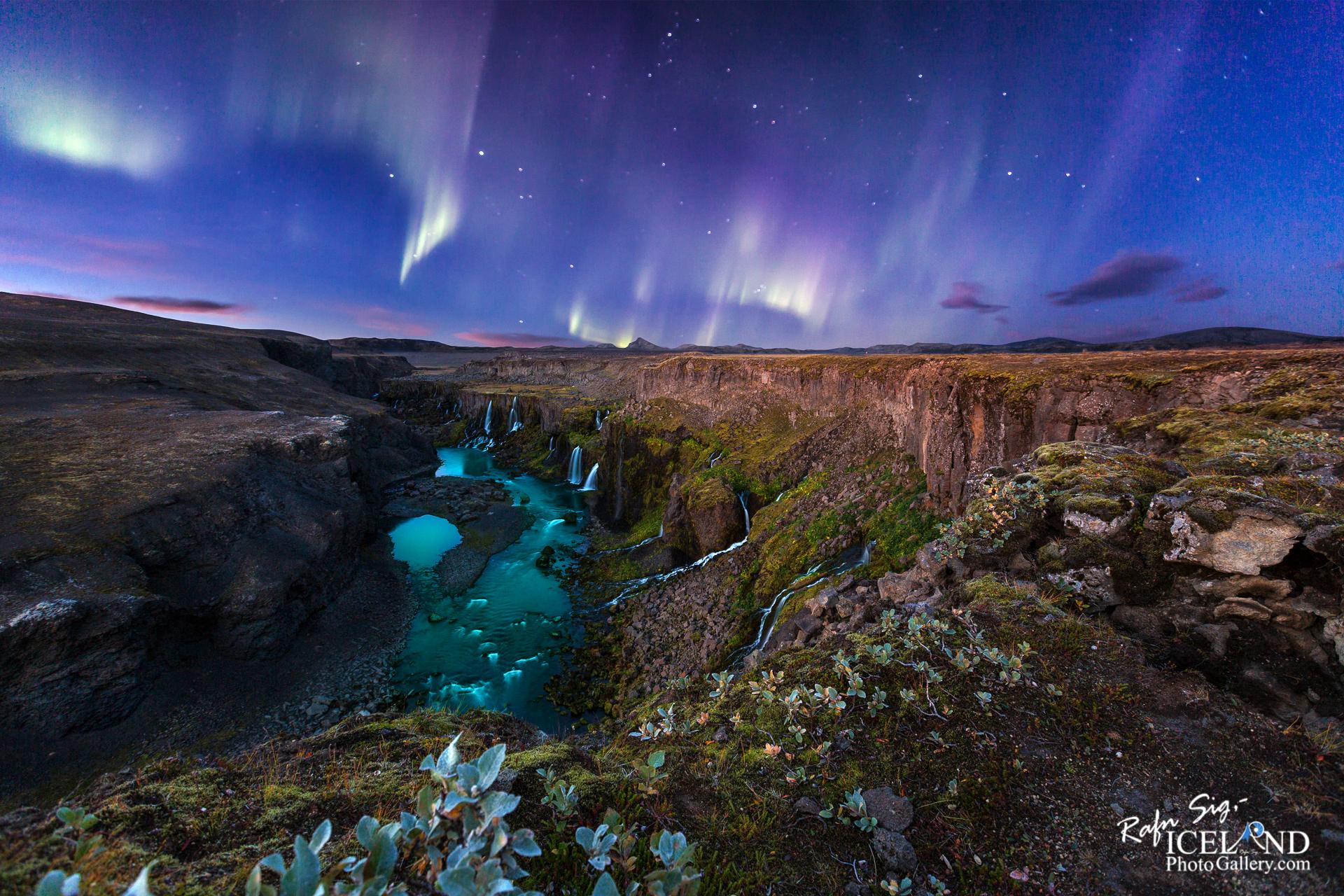 Northern lights at Fögrufossar │ Iceland