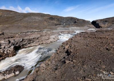 Nýjifoss or Leynifoss and the river Farið in the Highlands