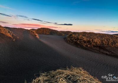 Beach Stóra Sandvík in the twilight - Reykjanes - Iceland