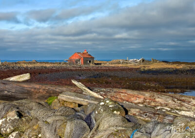 Old fishing tackle house at Atlagerðistangi (2004) │ Iceland Photo Gallery