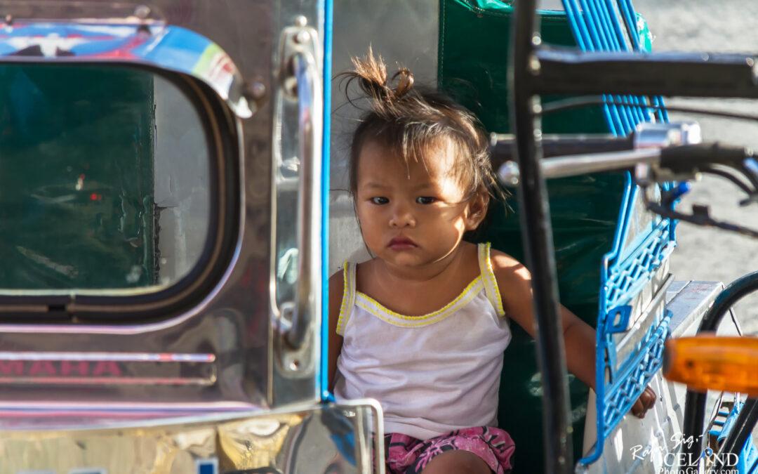 Waiting for Lola – Philippine – Iceland Photo Gallery